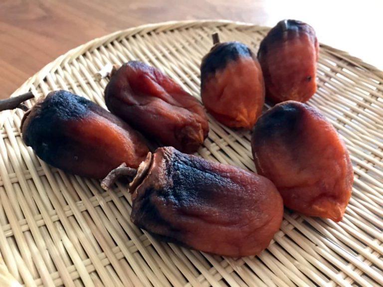 写真:干し柿の残り6個を収穫