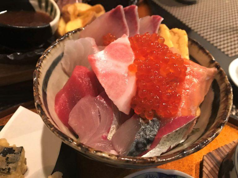 写真:福岡市西区「谷久」海鮮丼