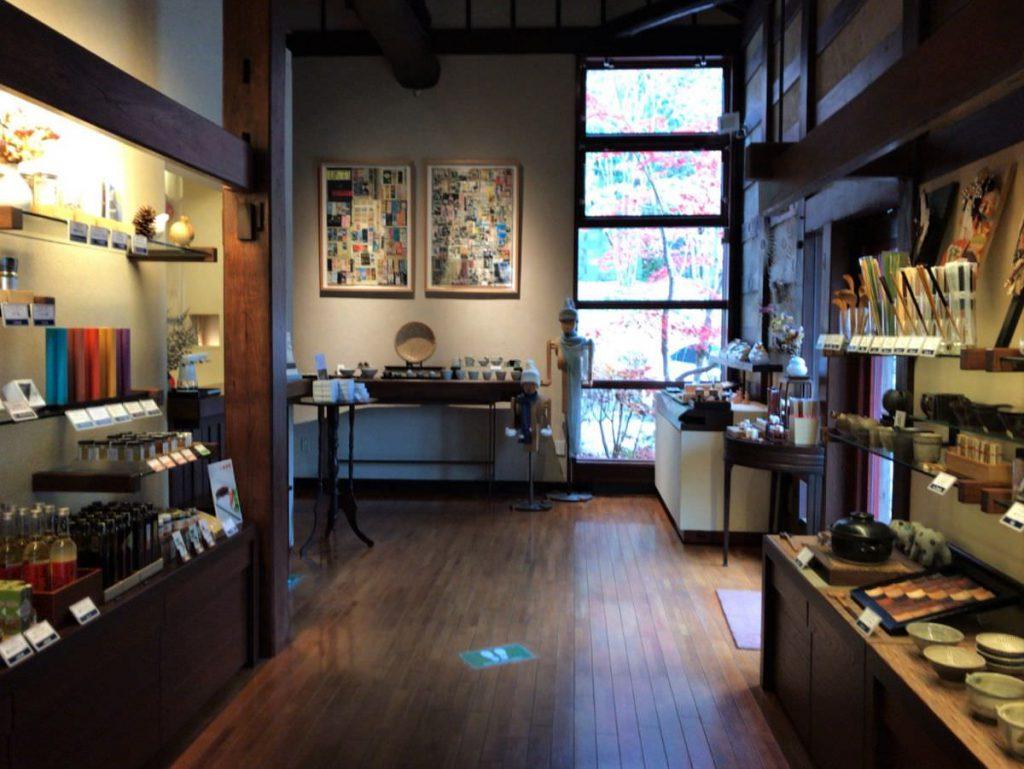 写真:大分由布院 山荘 無量塔 セレクトショップ 臧拙 店内の様子