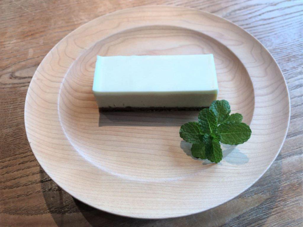 写真:大分由布院「thetheo」アールグレイのチーズケーキ