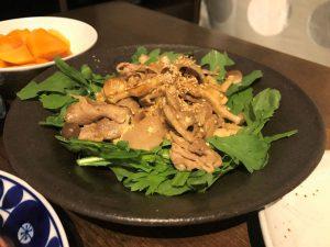 写真:春菊の焼き肉サラダ