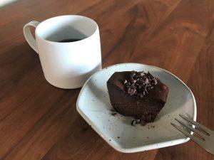 写真:Chocolaphil ガトーショコラ キューブとコーヒーでおやつタイム