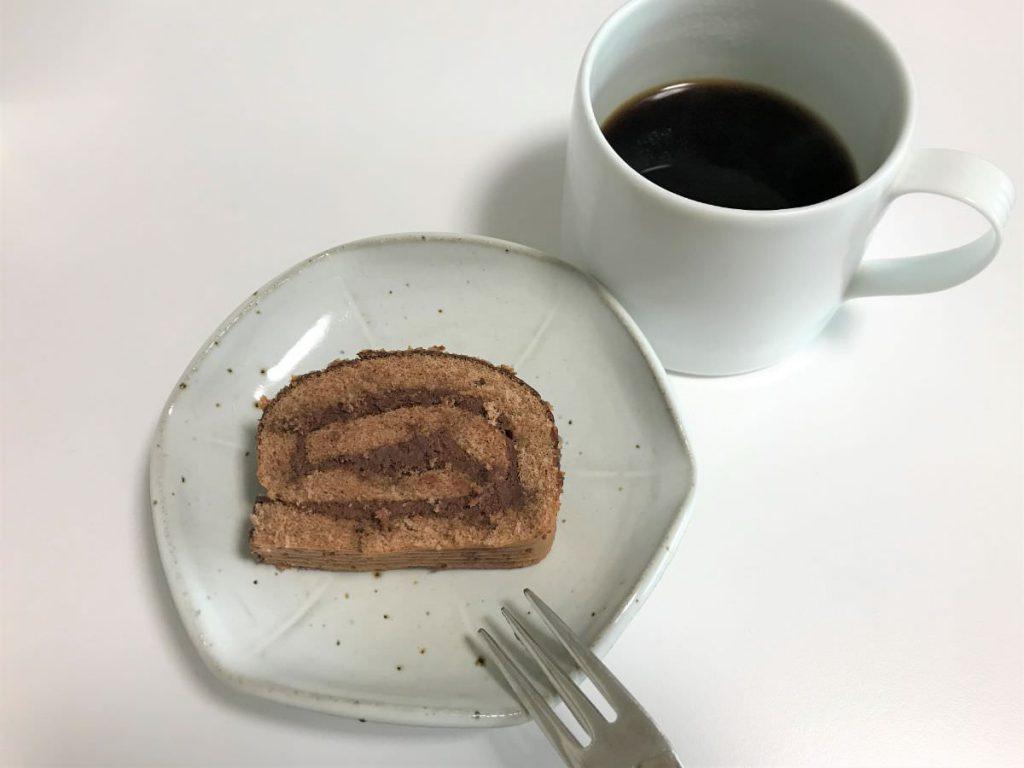写真:業務スーパー ロールケーキをおやつに食べます