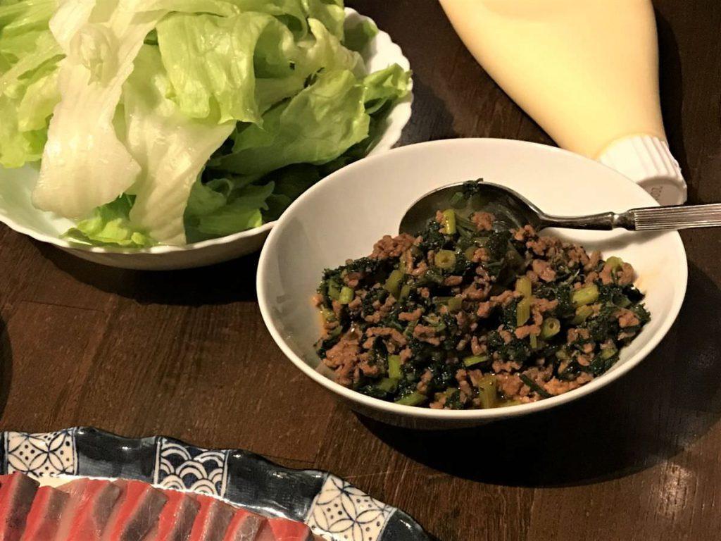 写真:パセリとひき肉の炒め物(レタス巻き)