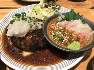 写真:いっかく食堂 ハンバーグと真鯛ごまだれ定食