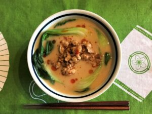 写真:マルちゃん正麵味噌味で担々麺