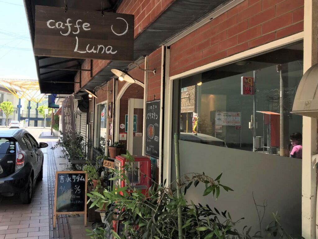 写真:唐津 Caffe Lunaさんで吉永サダムさんの展示販売してました