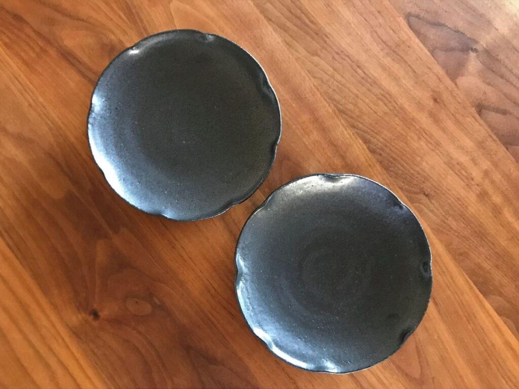 写真:佳津窯の黒いお皿