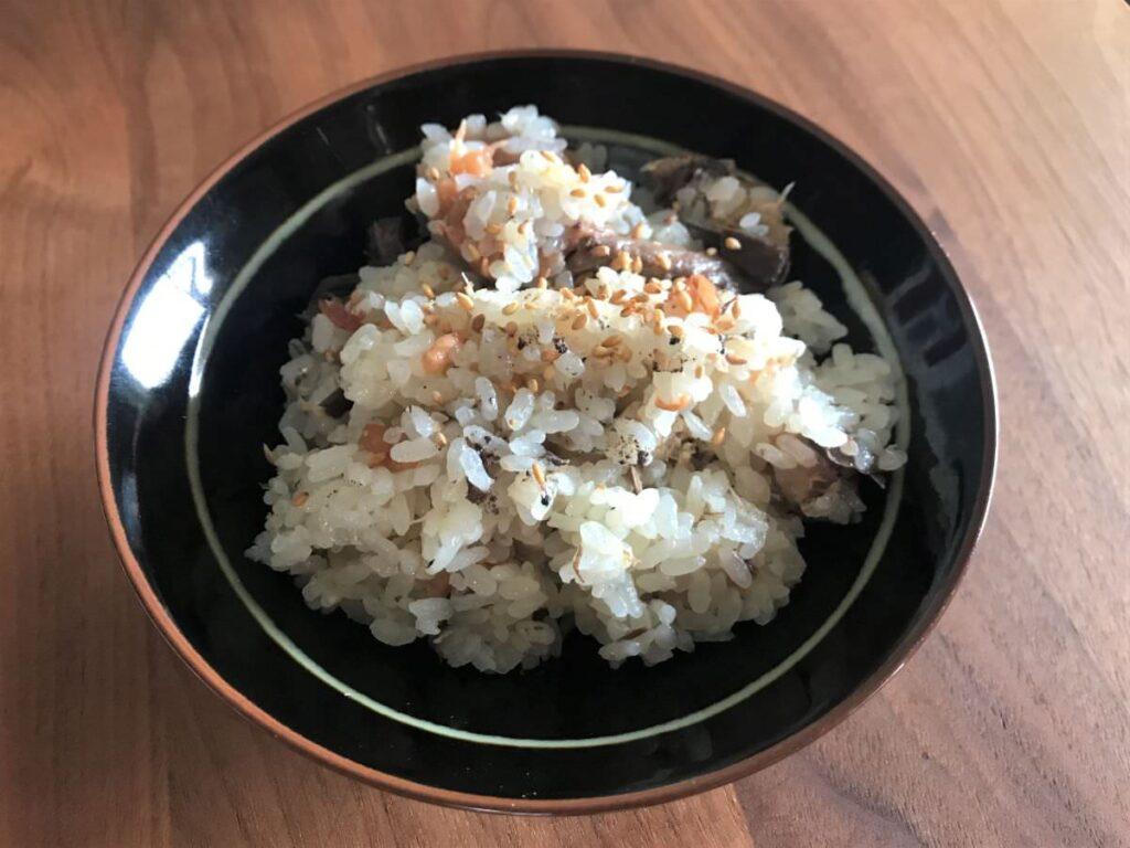 写真:サバ缶と梅干の炊き込みご飯、できました