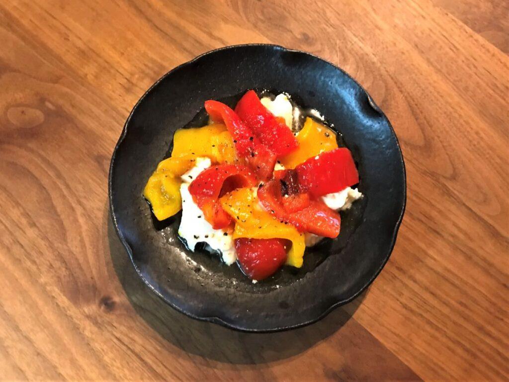 写真:パプリカのマリネ&モッツァレラチーズのサラダ