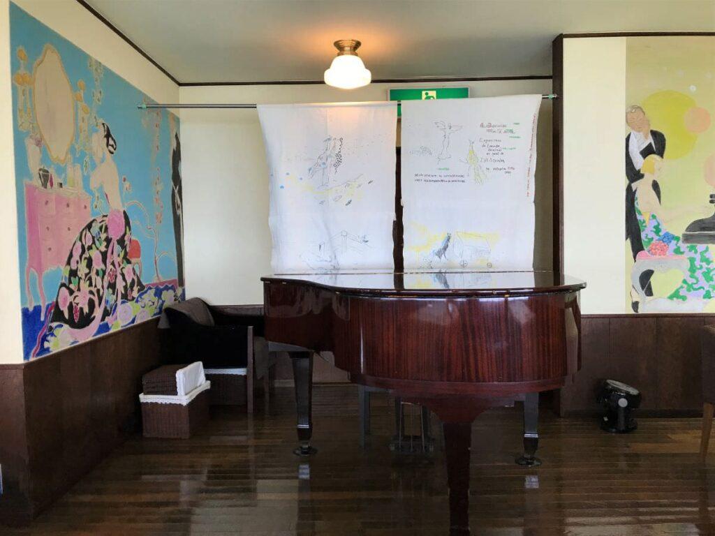 写真:長崎諫早 パスタクラブフェローズ 店内にあるグランドピアノ