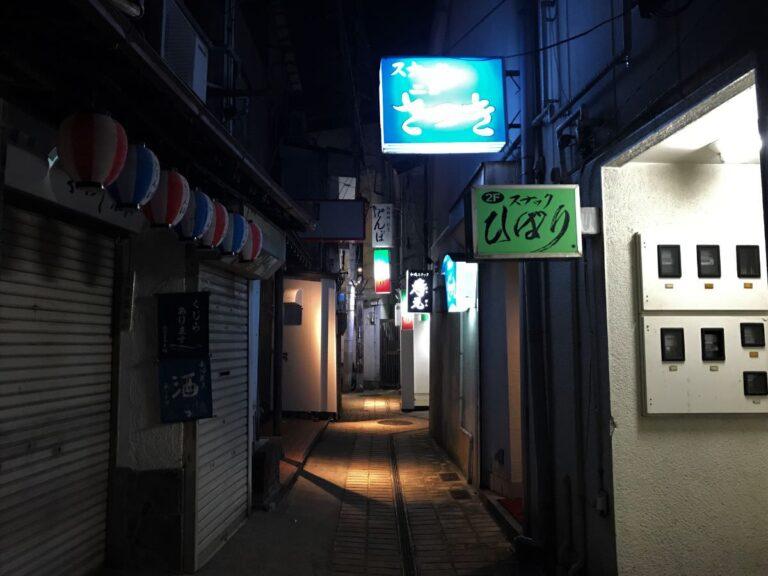 写真:長崎 細い路地の奥にあるお店に向かいます