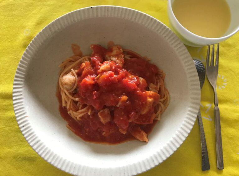 写真:トマト缶のパスタ