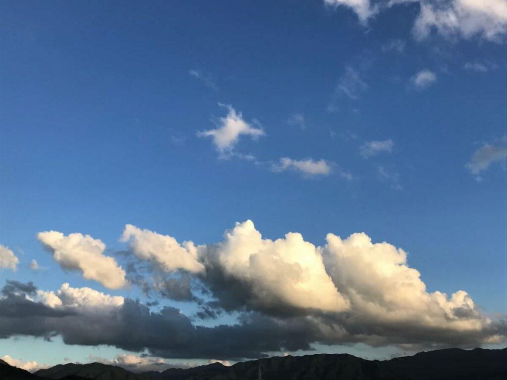 写真:8月下旬の晴れた空