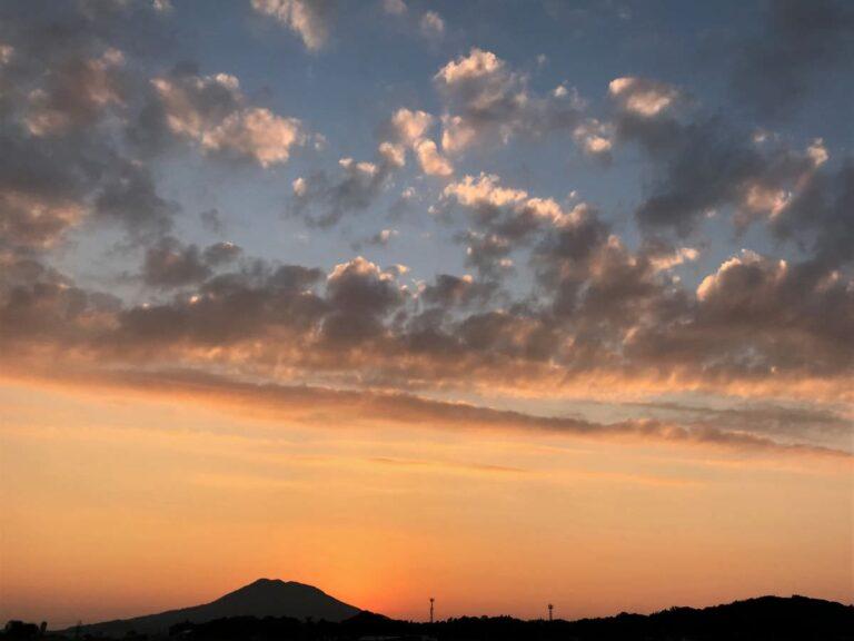 写真:夕暮れの糸島富士(可也山)