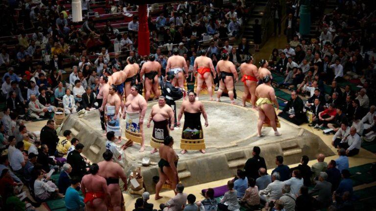 写真:大相撲土俵入りイメージ