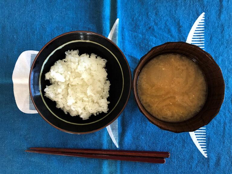 写真:白ごはんと味噌汁